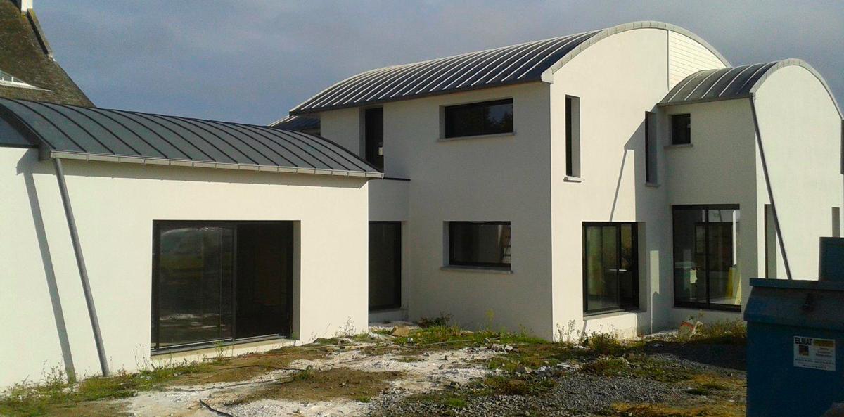 maison d'architecte avec toit en zing